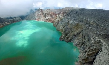 DJI Demonstrates the Phantom 3 Professional at Indonesia's Stunning Ijen Volcano