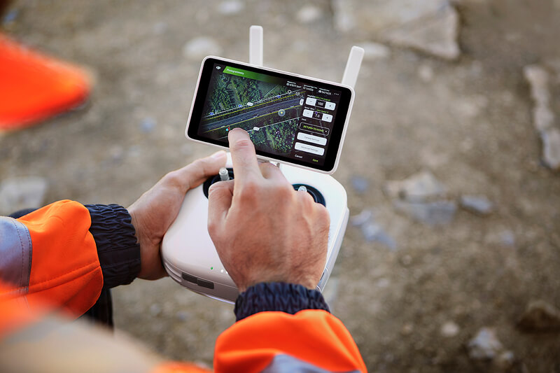 The built-in flight planning app simplifies the setting of operational parameters